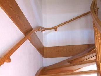 Holztreppe mit Flexoforte Handlauf